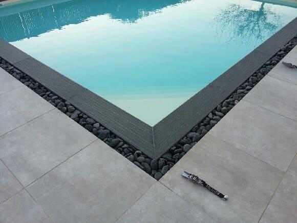 Photo de la Pose d'angle de piscine avec galets