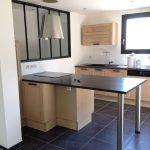 Photo d'une Table d'extension pour la cuisine collée au mur
